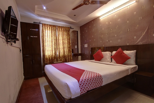 OYO Flagship 39726 Forest Transit Hotel