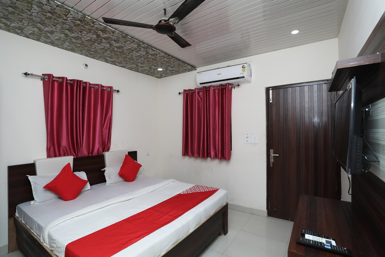 OYO 39767 Hotel Av Plaza