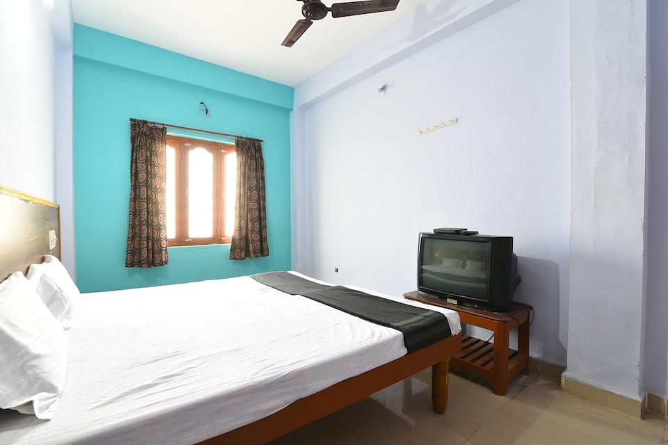 SPOT ON 39866 Hotel Dhruvathara