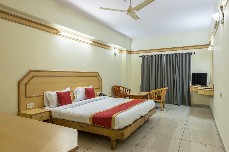 OYO 649 Hotel Ajantha Trinity Inn Room-1
