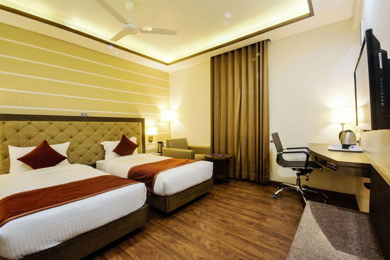 OYO 3763 Naeeka Hotel -1
