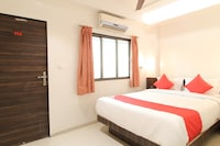 OYO 39998 New Pune Residency