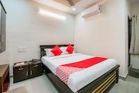OYO 40028 Hotel Gmt