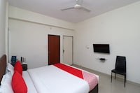 OYO 40177 Hotel Taj International Saver