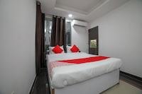OYO 40205 Silver Apartments