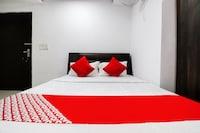 OYO 40245 Hotel Crazy Singh