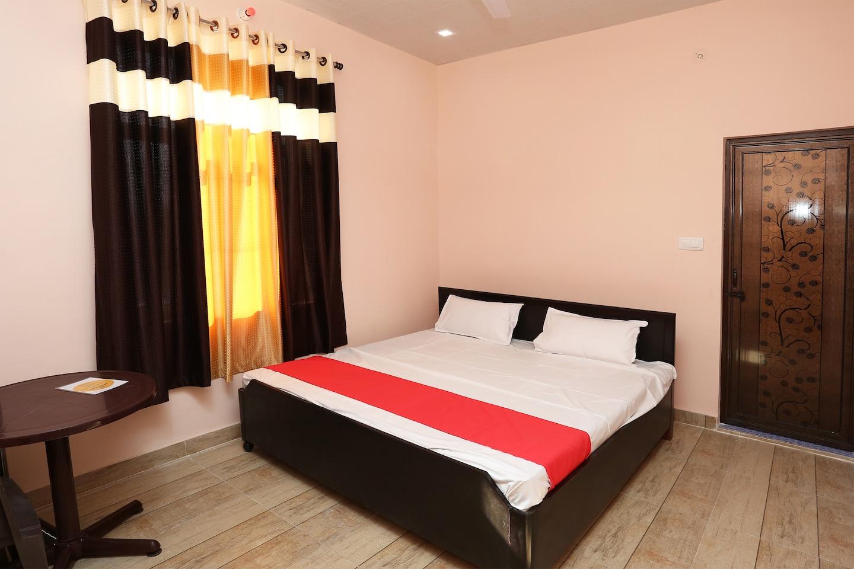 SPOT ON 40284 Pakhi Family Restaurant & Guest House -1