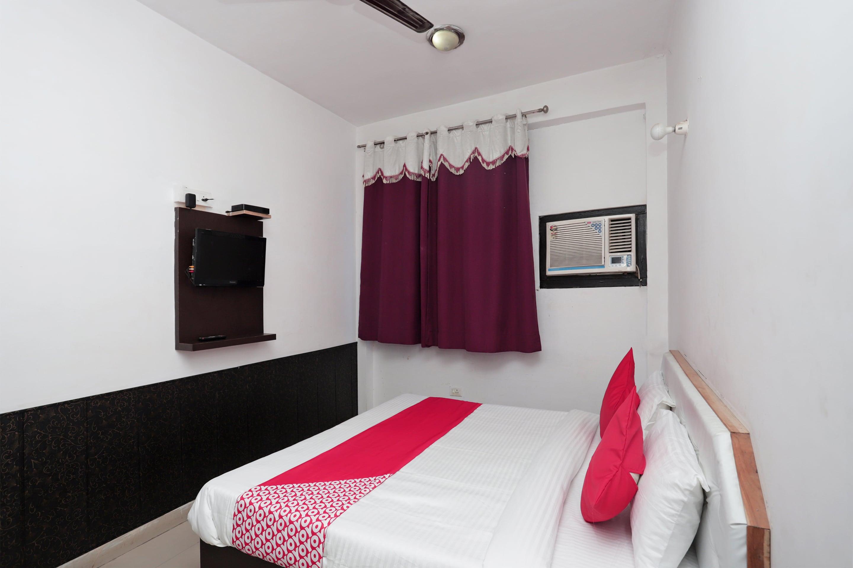 OYO 40300 Hotel Arjit Palace