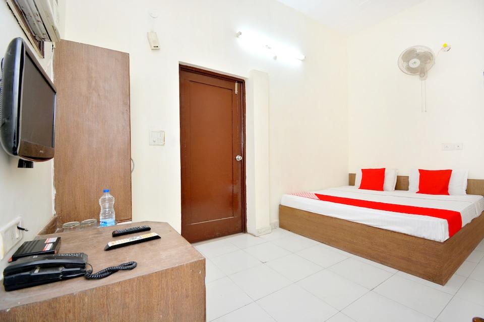 OYO 40318 Hotel Savera