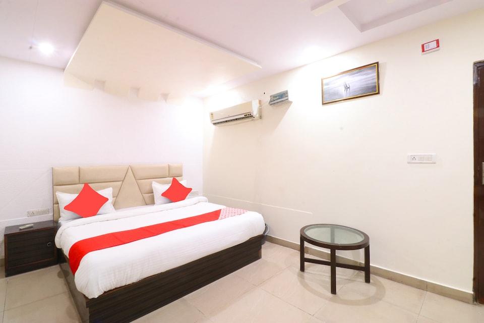 OYO 40402 Hotel Kirandeep