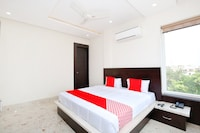 OYO 40417 Hotel Grand Taj Deluxe