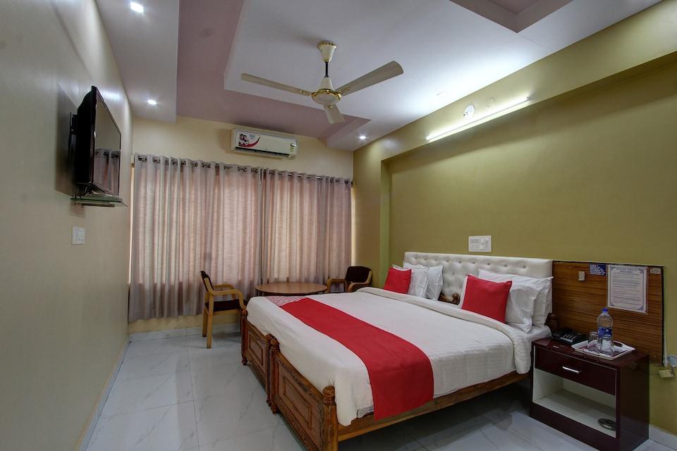 OYO 40512 Hotel Priya Smart