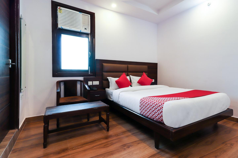 OYO 40538 Hotel Shiva -1