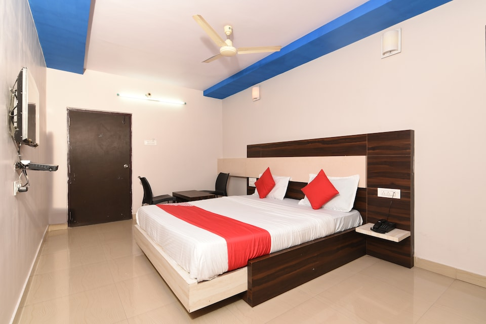 OYO 40716 Garuda Inn