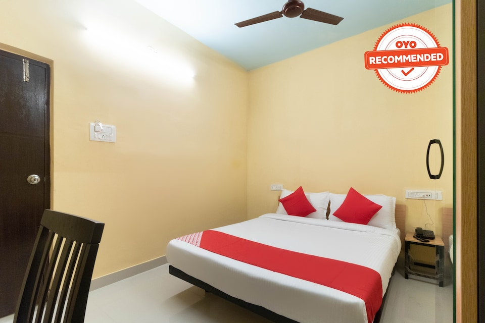 OYO Flagship 40769 Four Seasons Inn Bishnupur