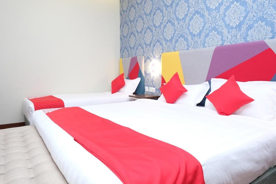 OYO 1139 W Hotel Cemerlang