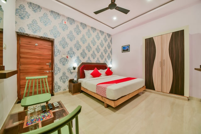 OYO 40796 Banjara Luxury Stay Deluxe