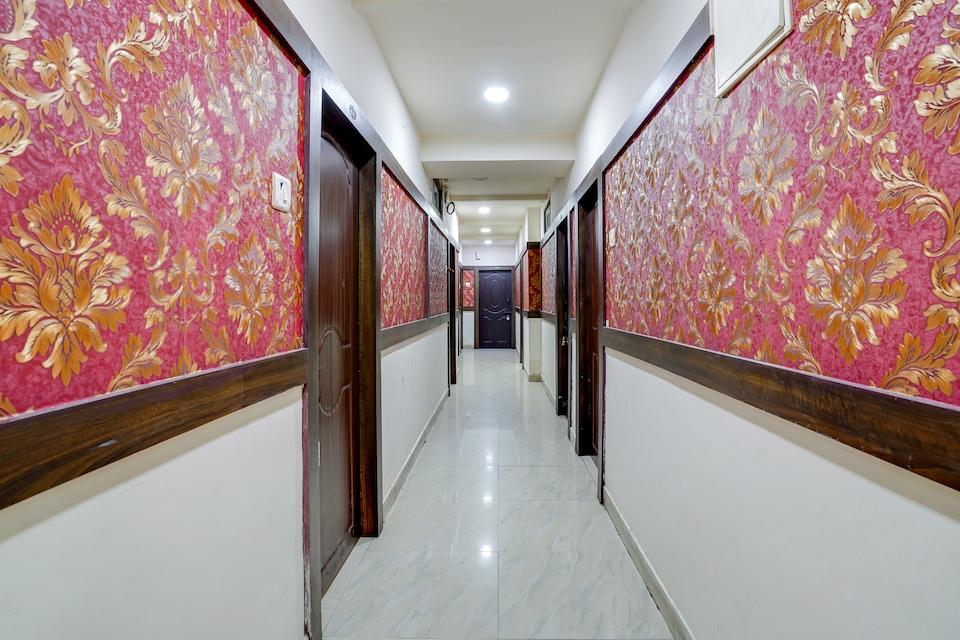 OYO 40870 Hotel Sai Seven Hills Residency