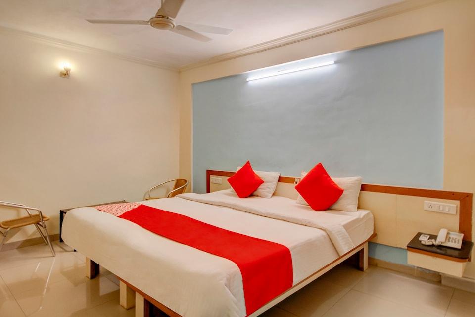 OYO 40904 Hotel Satish Executive