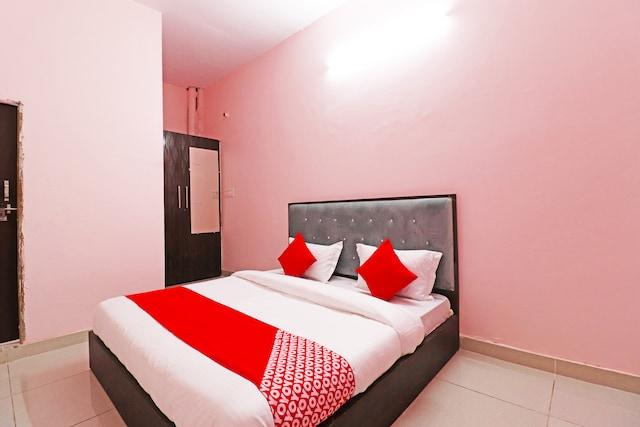 OYO 40933 Hotel Metro Plus