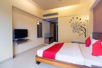 OYO 41076 Hotel Dhiraj Residency Deluxe
