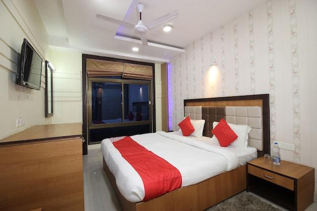 OYO 41343 Grand Utsav Motel Deluxe