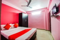 OYO 41369 Radha Rani Apartment
