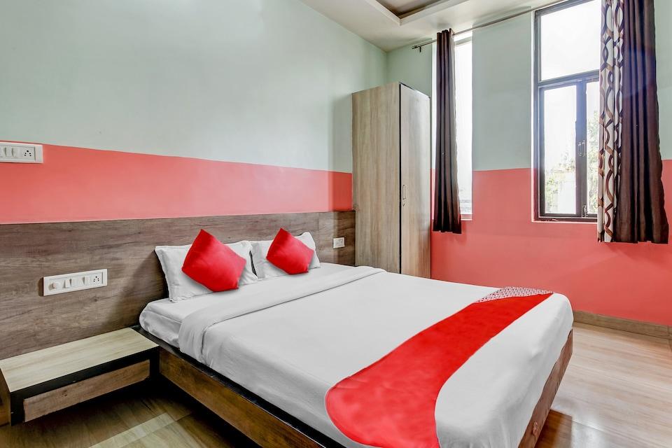 OYO 41443 Hotel Rajwada Inn