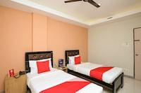 OYO 41469 Hotel Rathna