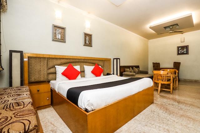 Capital O 41598 Hotel Singh Sahib Deluxe