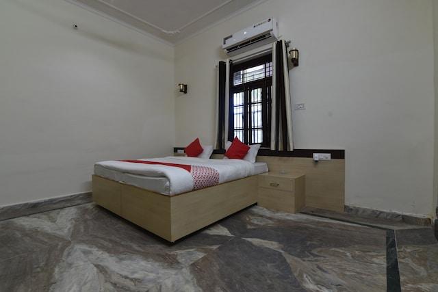 OYO 41604 Hotel Karauli Inn