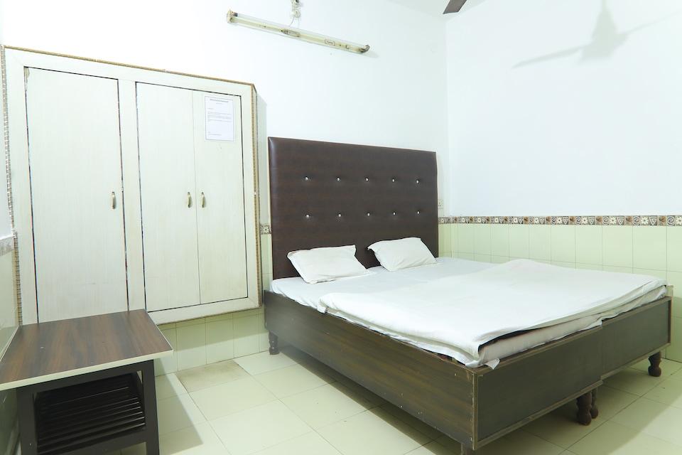 SPOT ON 41629 Hotel Om Sai