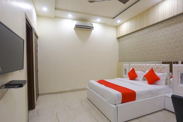 OYO 41667 Paschim Vihar Inn