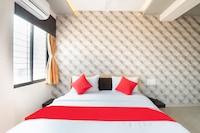 OYO 41716 Hotel Madhav Palace