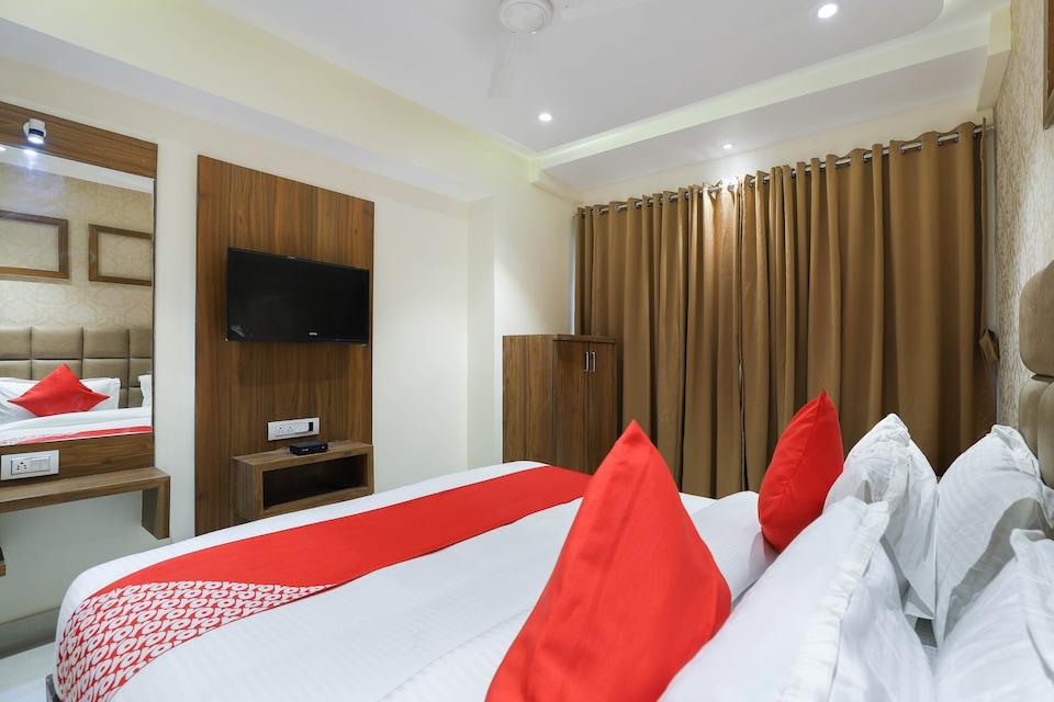 OYO 41858 Hotel Rose Gold