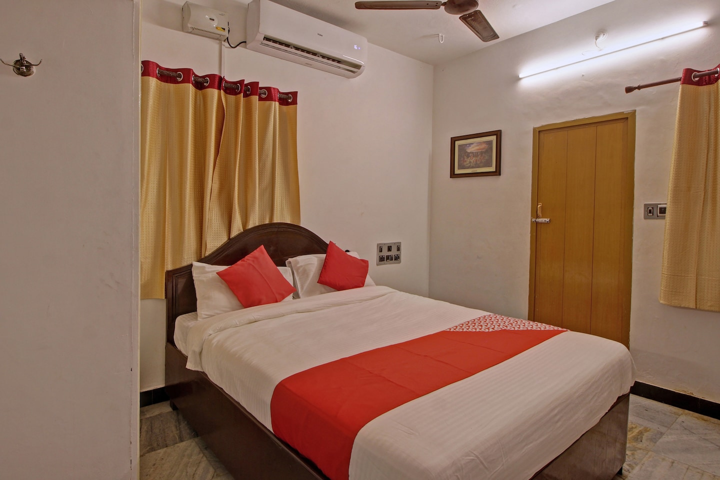 OYO 41883 World Guest House -1