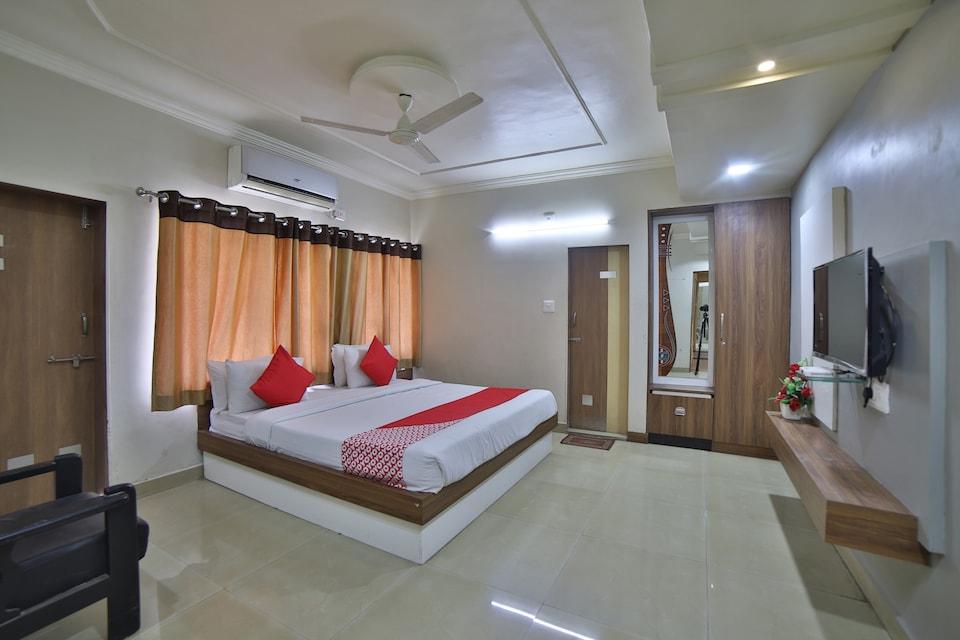 OYO 41929 Hotel Loyal Residency