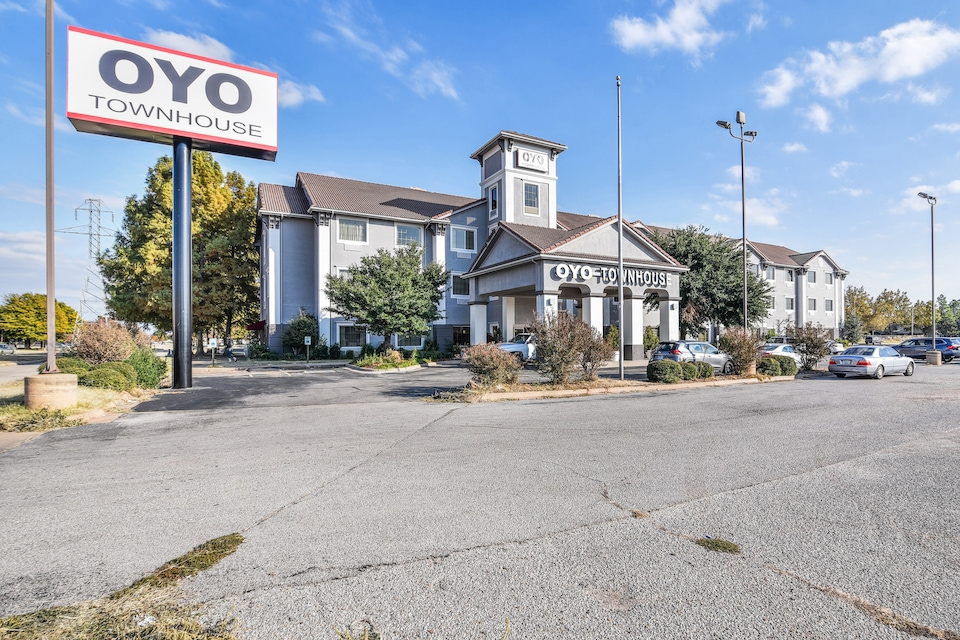 OYO Townhouse Oklahoma City Airport