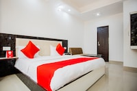 Capital O 42035 Hotel Raj Ganga