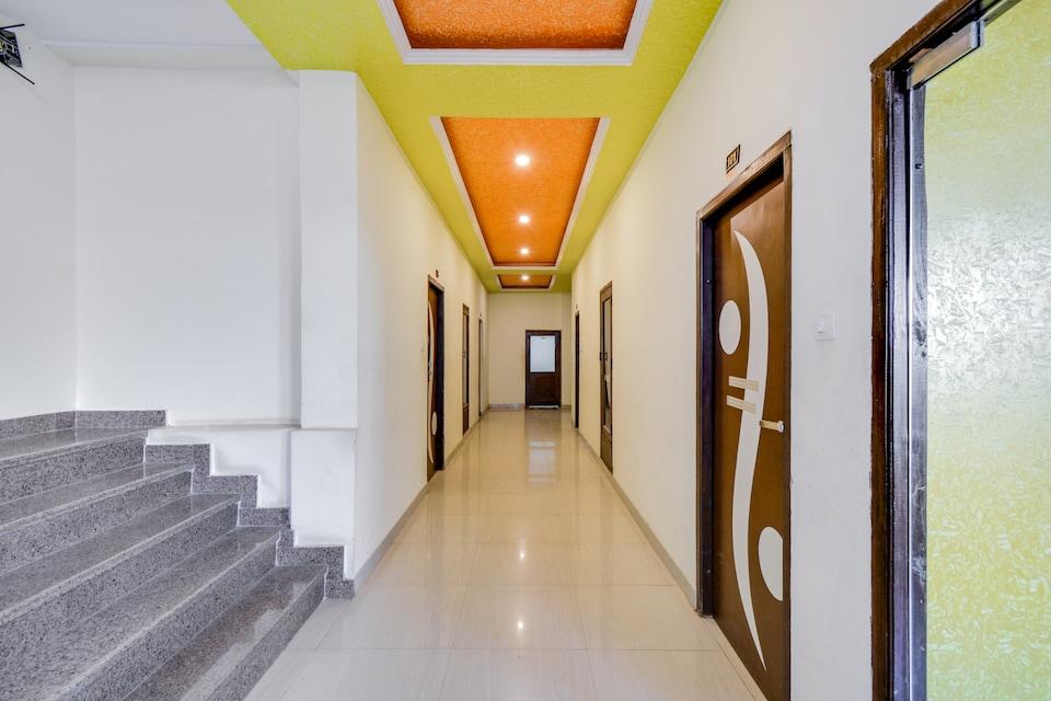 OYO 42061 Hotel Kanak