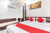 OYO 42068 Hotel Vinayak Palace