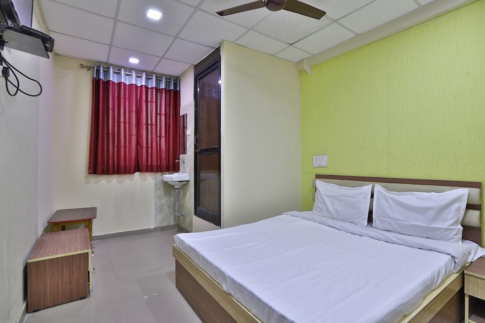 SPOT ON 42091 Hotel Sankat Mochan