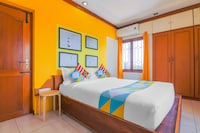 OYO 42109 Cozy 2bhk Near Ig Square
