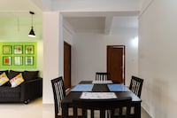 OYO Home 42120 Elegant Stay Near PVS Film City