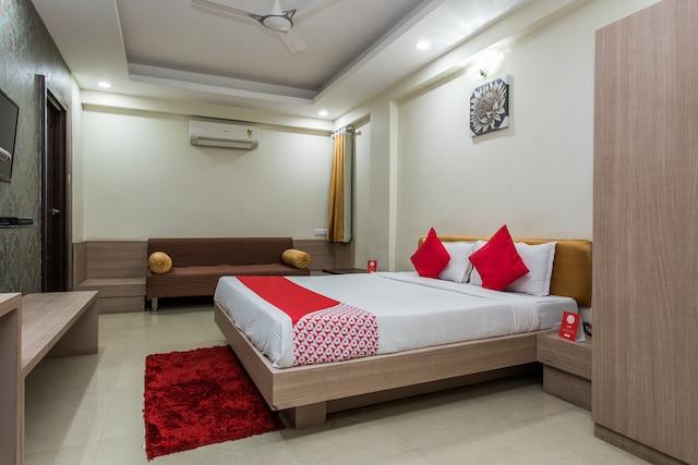 OYO 3892 Hotel Divya Palace Deluxe