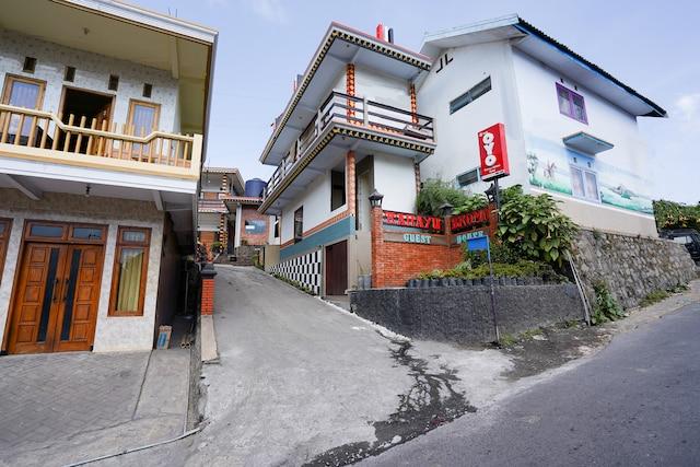 OYO 1048 Rahayu Bromo Hotel