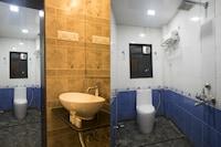 Capital O 42221 Amar Inn