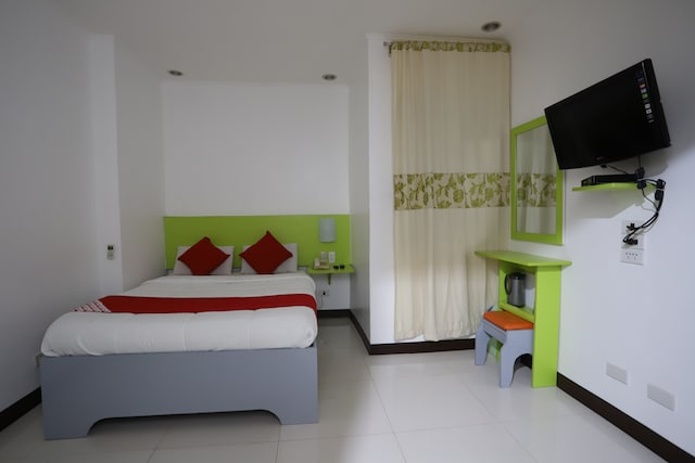 OYO 210 Apple Tree Suites