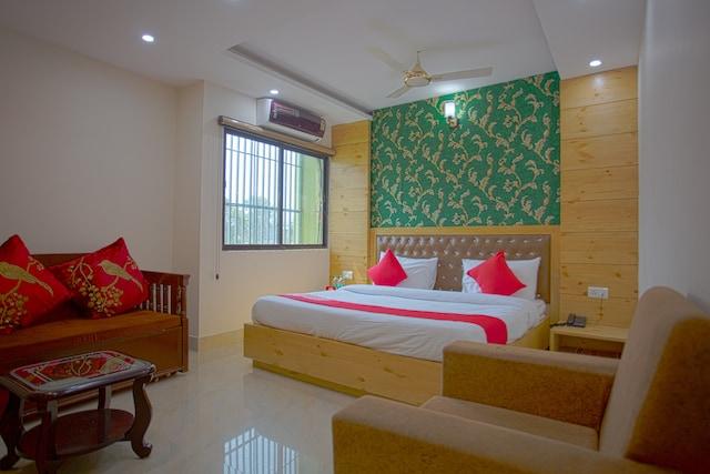 OYO 42248 Relaxx Hotel Deluxe