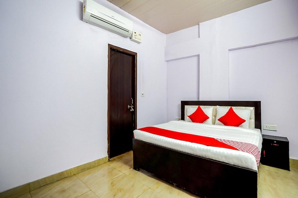 OYO Flagship 42680 Deepak Hotel